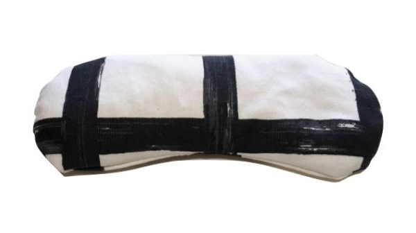 Almohadilla para los ojos blanca con rayas negras