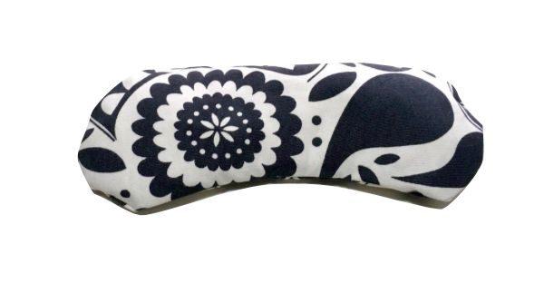 Almohadilla para los ojos blanca con motivos en azul marino