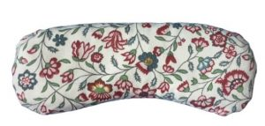 Almohadilla para los ojos blanca con florecitas en rojo