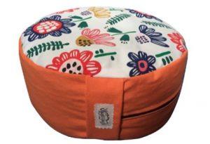 Zafu redondo naranja con flores de colores